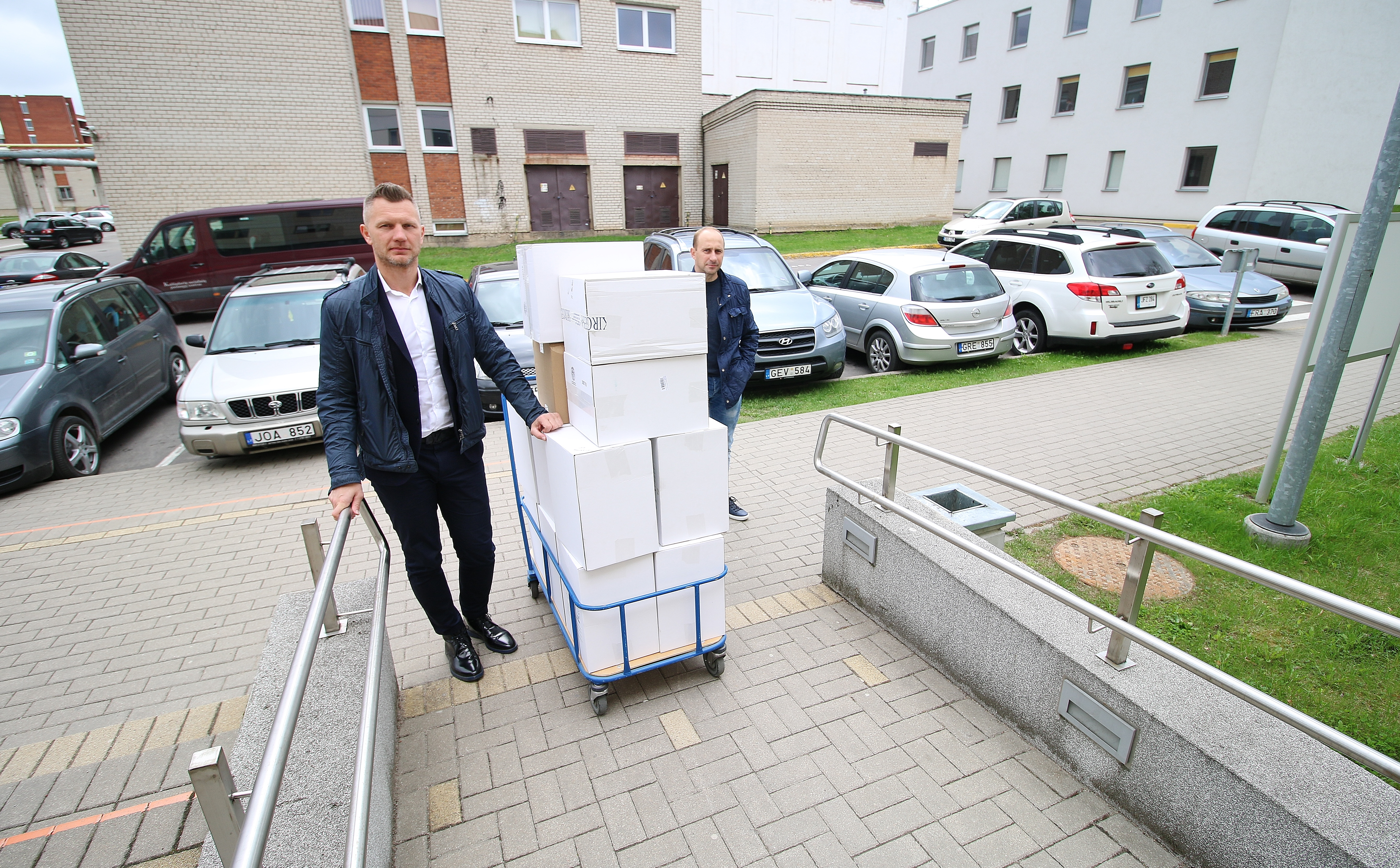 A donation of medical equipment to Kaunas Clinics was collected during the charity evening